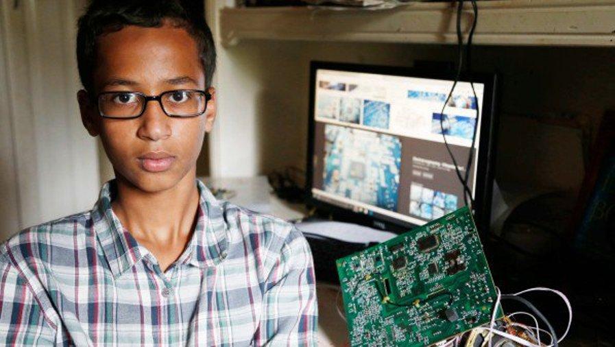 أحمد محمد يطالب بمبلغ 15 مليون دولار كتعويض على الضرر