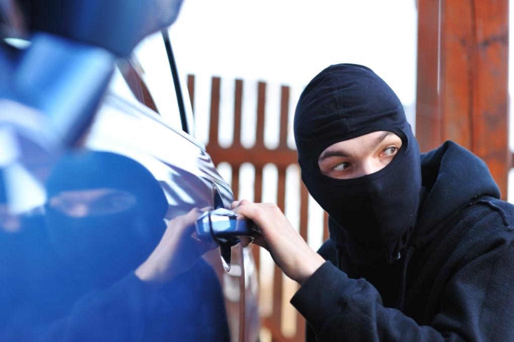 اكتشاف ثغرة خطيرة تهدد بسرقة ملايين السيارات عبر العالم Car stealing