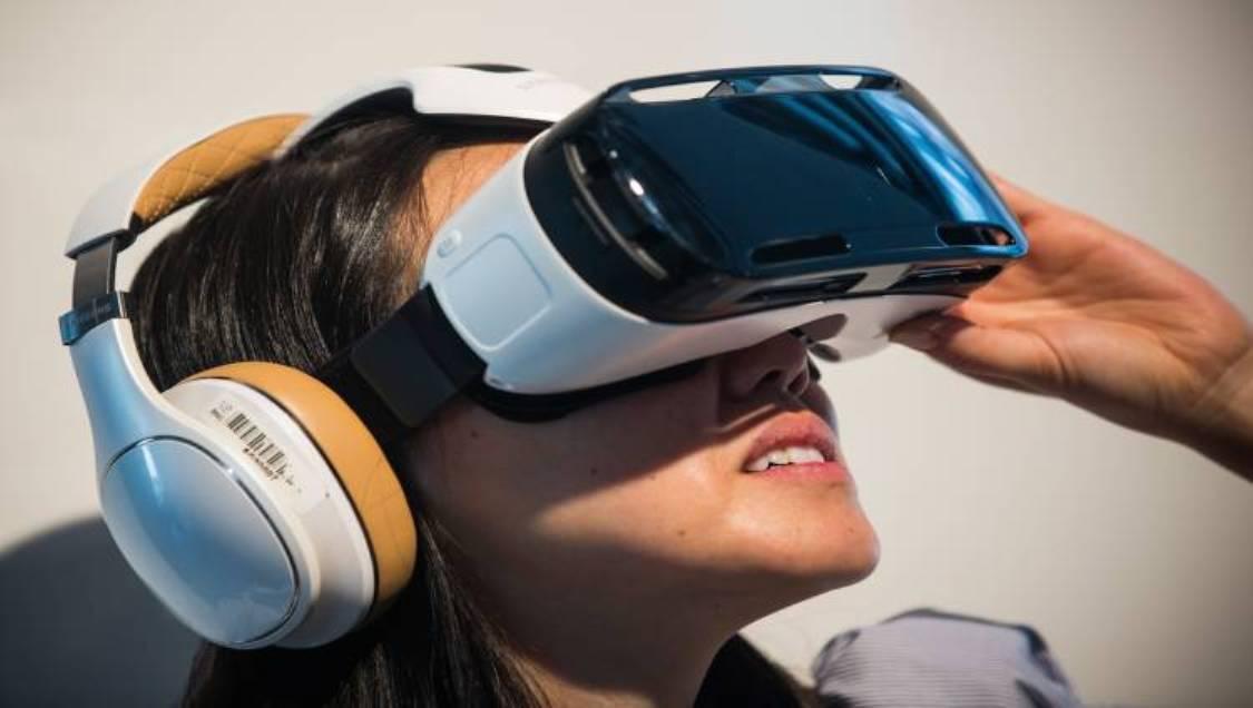 سامسونج Samsung تروج لنظارة الواقع الافتراضي Gear VR