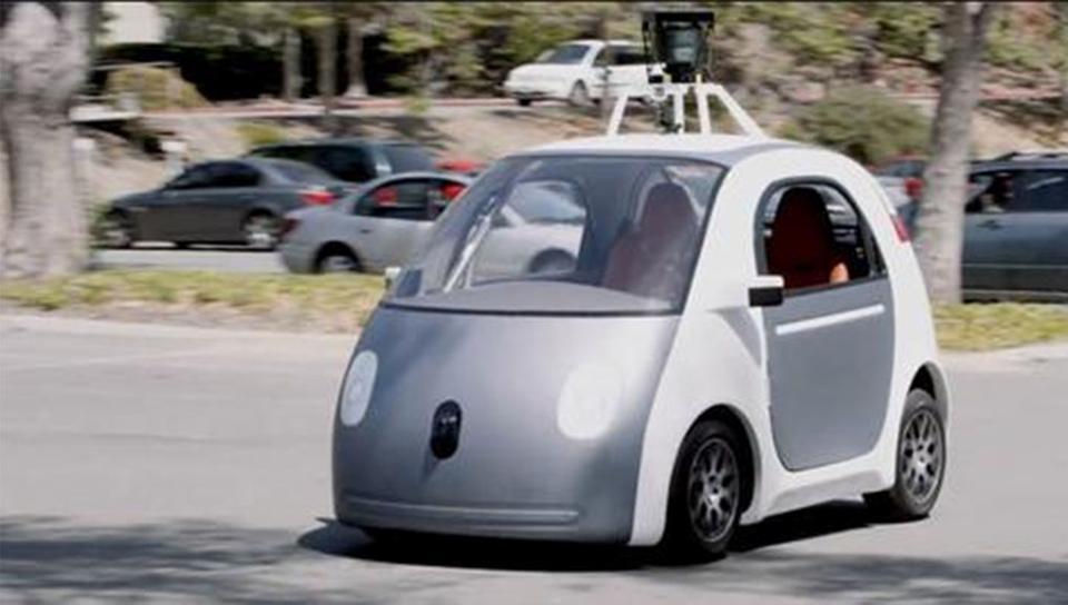 سيارة جوجل الذكية ذاتية القيادة تسبب في حادث مروري