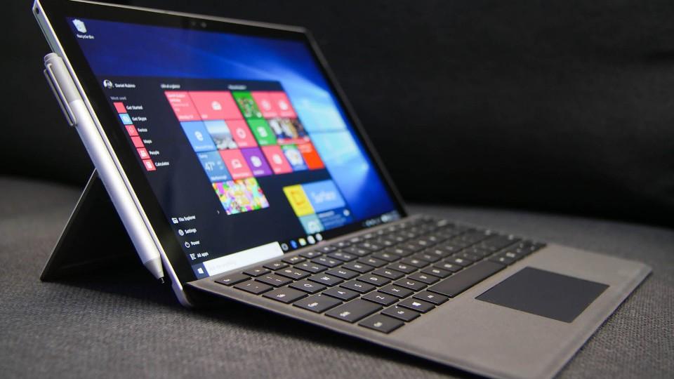 مايكروسوفت Microsoft تحل مشكلة بجهازي Surface Pro 4 وSurface Book