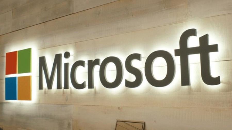 مايكروسوفت Microsoft تسخر من حواسب آبل Apple