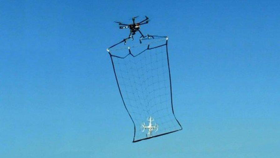هذا هو الحل الذي ابتكرته شرطة طوكيو للحد من الطائرات بدون طيار