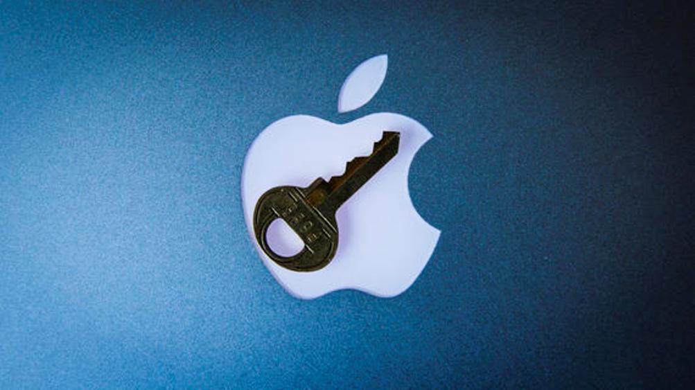 """هكذا تمكن """"أف بي آي FBI"""" من تفكيك شيفرة الآيفون iPhone"""